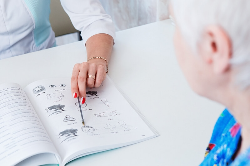 Chorzy z afazją – terapia mowy po udarze